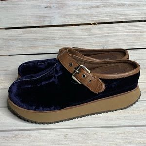 EARTH | Navy Blue Velvet Lyra Clogs